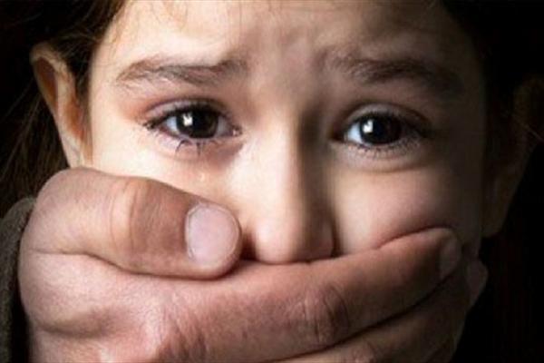 کامران با اسپری واکس داشبرد مورد هتک حرمت قرار گرفت