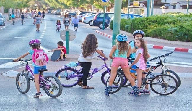 نشستن دختران روی زین دوچرخه غیر شرعی است