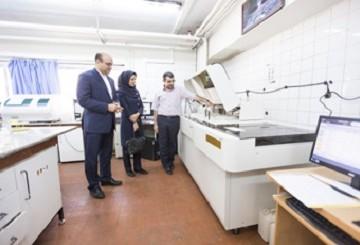 بانکداران بانک پاسارگاد یک دستگاه اتوآنالایزر به بیمارستان سینا اهدا کردند