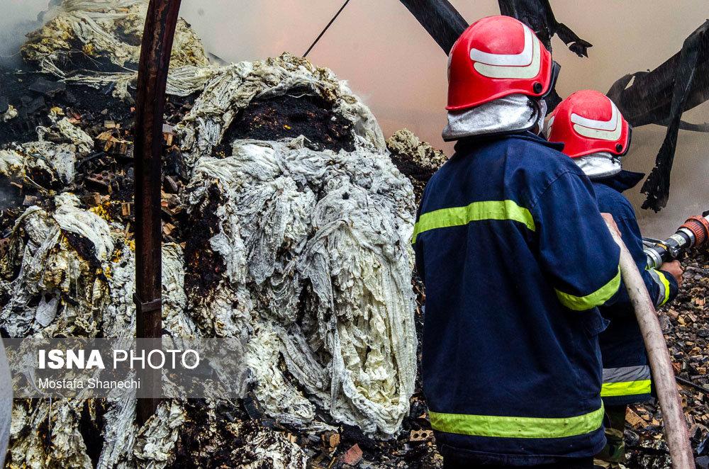 آتشسوزی در ساختمانی با سقف شیروانی