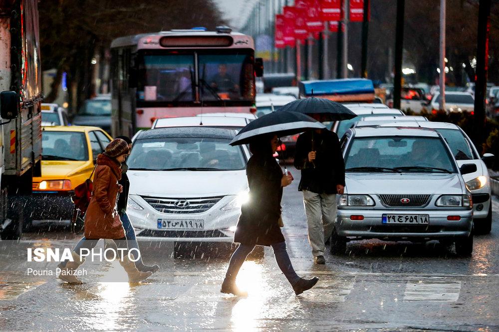 هشدار نسبت به ترافیک سنگین تهران به علت بارش باران در روز سهشنبه