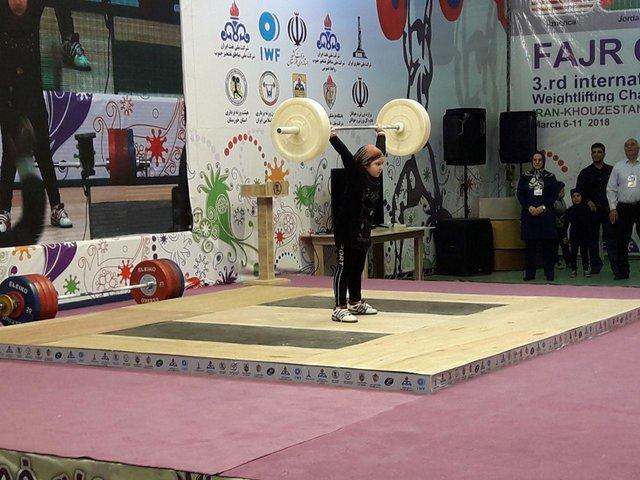 """دختری که با اشکهایش خبرساز شد/ """"میخواهم وزنهبردار شوم"""""""