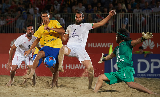 امیرحسین اکبری: فوتبال ساحلی با پخش زنده پویا میشود