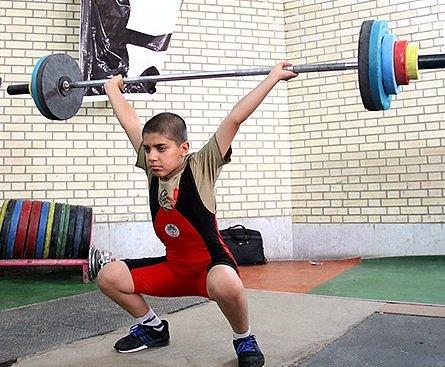 پاورلیفتینگ و وزنهبرداری سبب اختلال در صفحه رشد کودک میشود
