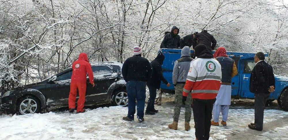 امدادرسانی به ۷۵ در راهمانده برف و کولاک در گلستان
