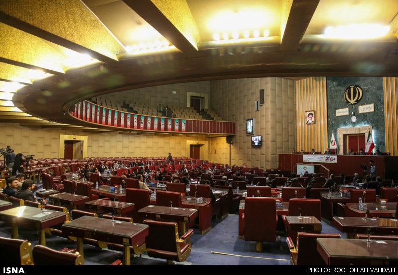 انتقاد عضو شورای عالی استانها به پیامک الزامی بودن حضور اعضا در جلسات
