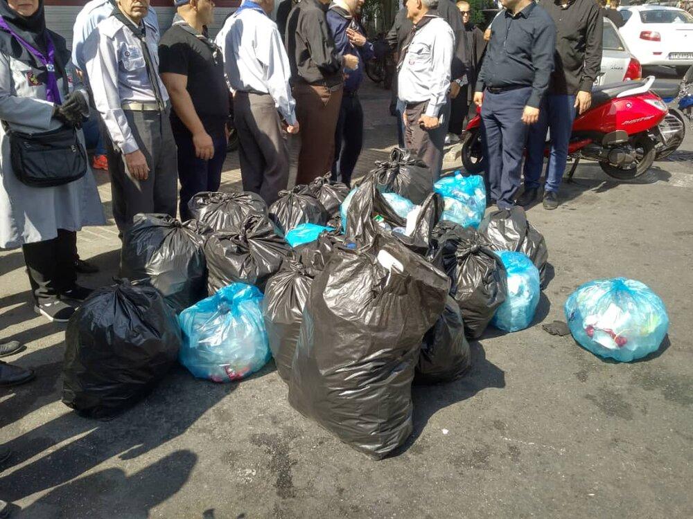 نذر سبز محرم؛ جمعآوری زبالههای پلاستیکی از سطح معابر تهران