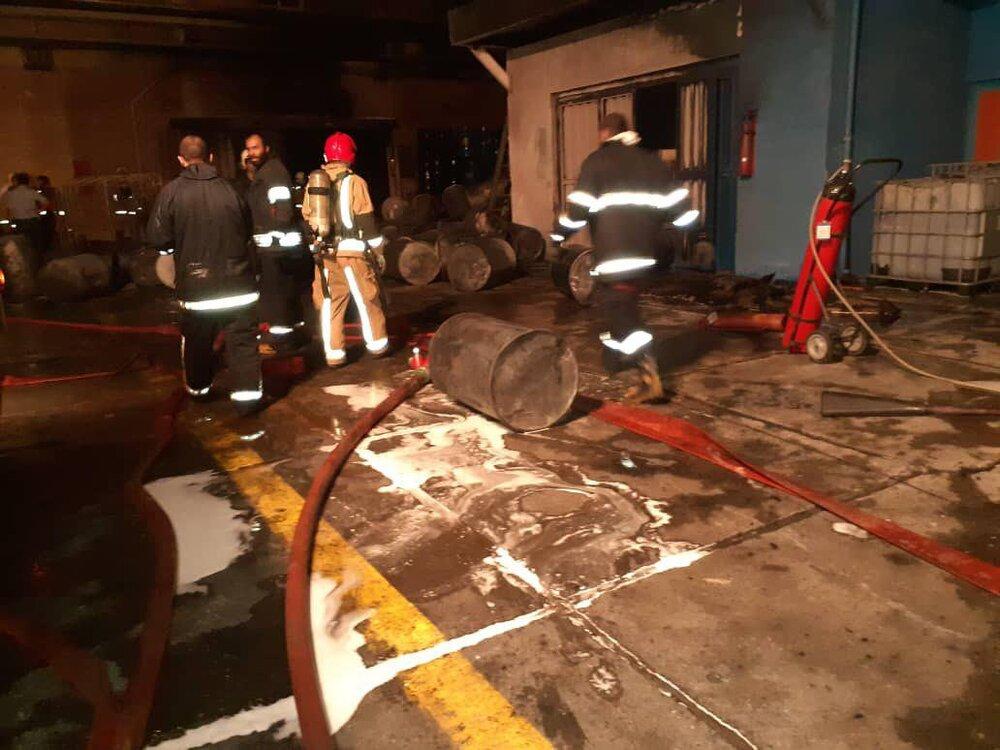 آتش سوزی در کارخانه رنگسازی در جاده مخصوص