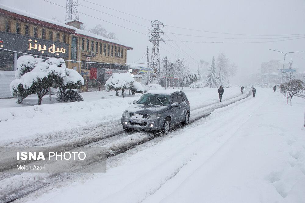 بارش برف در جادههای سه استان