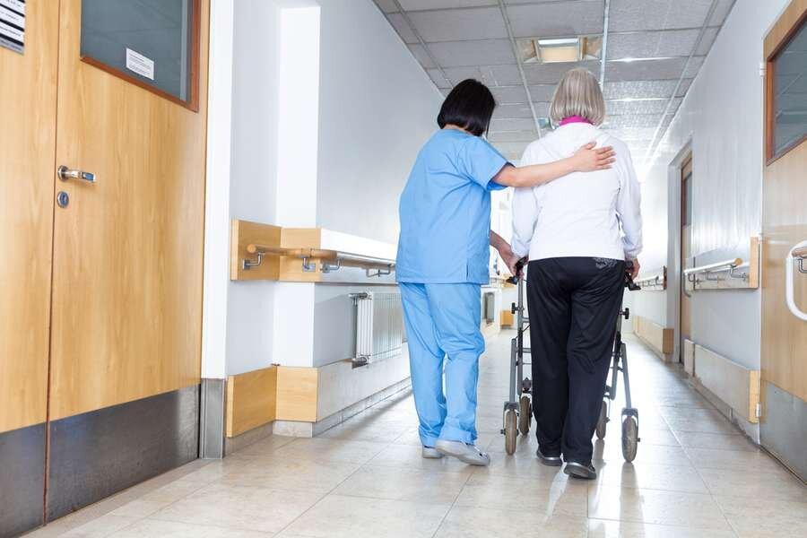 ثبت ۴۳ درصد فوتیهای کرونا در مراکز نگهداری از سالمندان در آمریکا