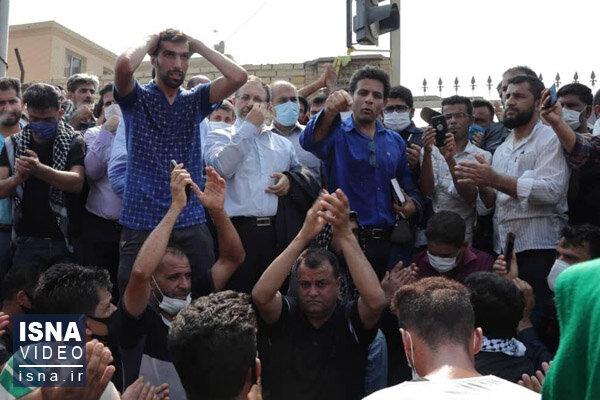ویدئو / حضور چند نماینده مجلس در جمع کارگران هفتتپه، بعد از ۴۹ روز اعتراض