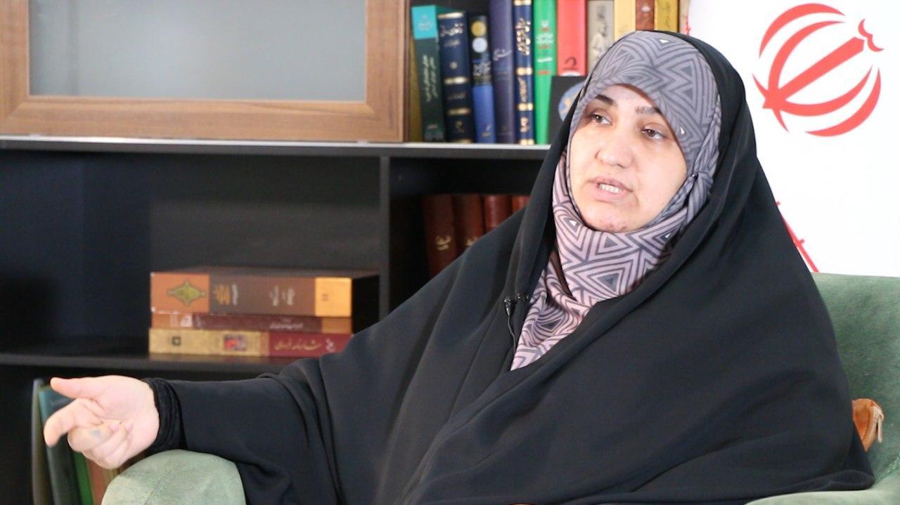 سمیه رفیعی: وزیر اقتصاد حق نداشت بورس را دستکاری کند