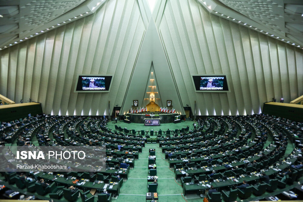 تنفس در جلسه علنی مجلس برای رعایت پروتکلهای بهداشتی