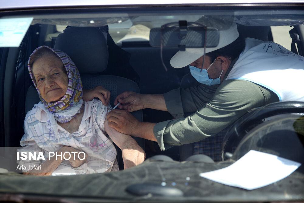 واکسیناسیون خودرویی کووید ۱۹ سالمندان در اصفهان