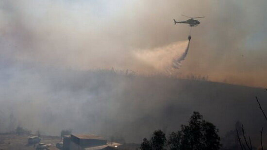 اعزام ۲ بالگرد آبپاس برای مهار آتش جنگلهای باشت