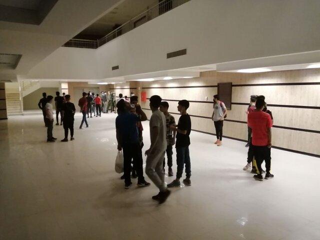 حضور نوجوانان در ورزشگاه پارس شیراز با وجود ممنوعیت