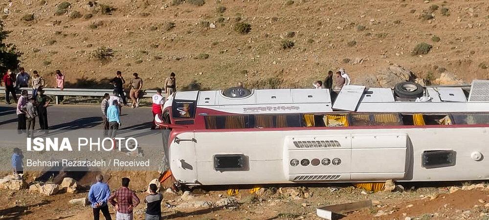 مشخص شدن دلایل واژگونی اتوبوس حامل خبرنگاران در بررسیهای کمیسیون عمران